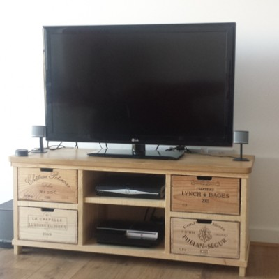 Bois rustique wine crate furniture for Table tv bois